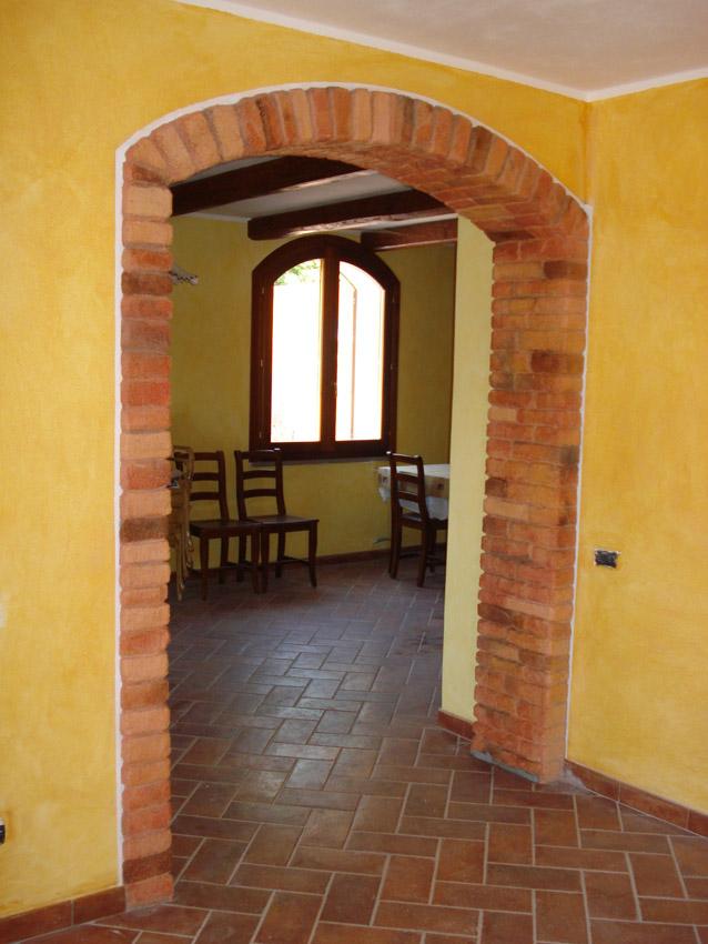 Abitazione privata osilo decorazioni pittoriche e rivestimento arco in mattone cotto - Decorazioni in pietra per interni ...