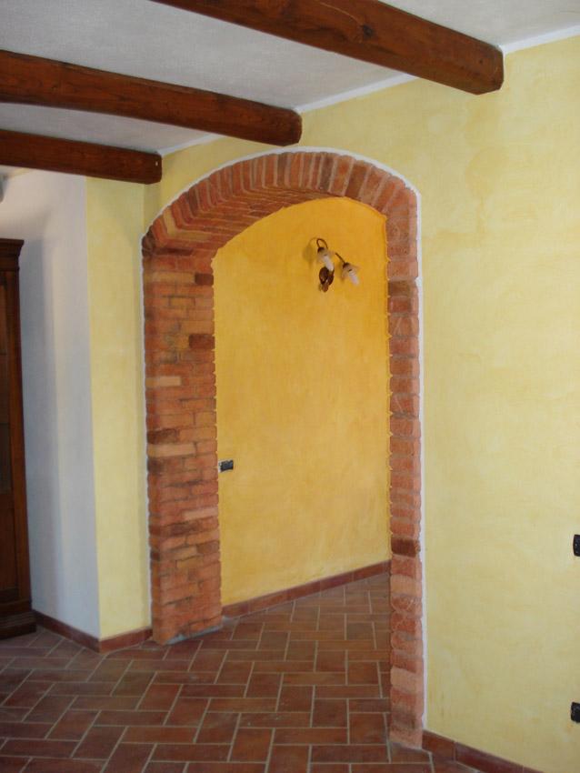 Abitazione privata osilo decorazioni pittoriche e for Arco in mattoni a vista