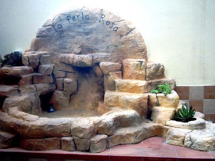 Ambientazione desertica con roccia ricostruita La Perla Rosa (SS)